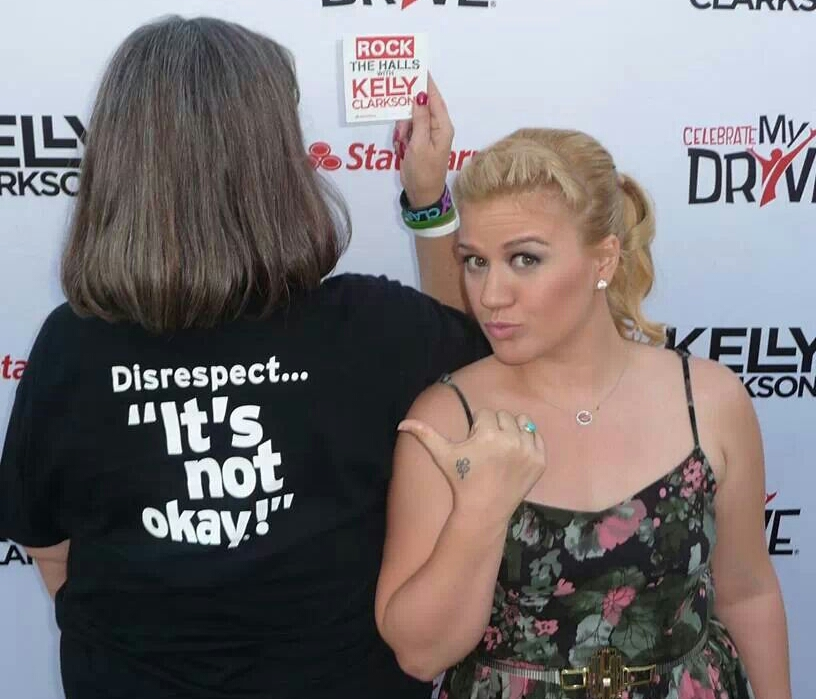 Kelly Clarkson Supports INOK